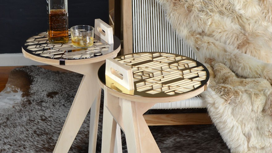 Carry table in wood and brass.