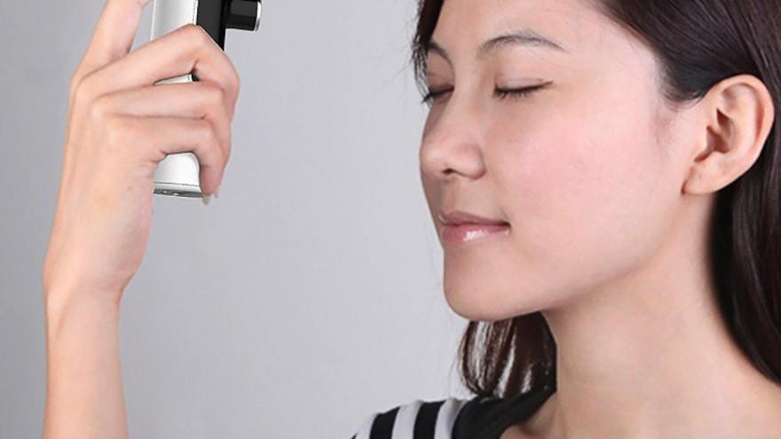 Non Contact Thermometer Body Temperature Monitor by Tobia Repossi: a non contact thermometer that will report the precise body temperature in seconds