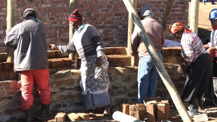 Building Seven Fountains Primary School. Photo: Steve Kinsler.