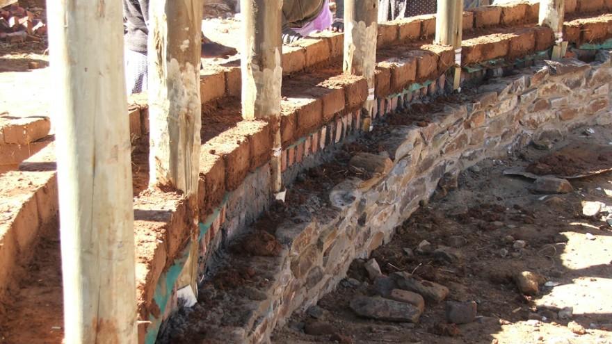 Building Seven Fountains Primary School. Photo: Angela Buckland.