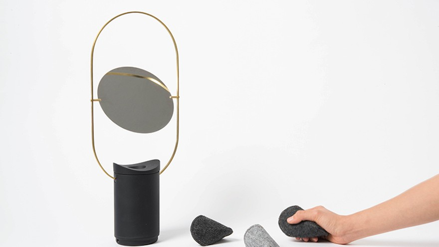The Jeggo helps its users overcome the downsides of travelling with therapeutic music and light.