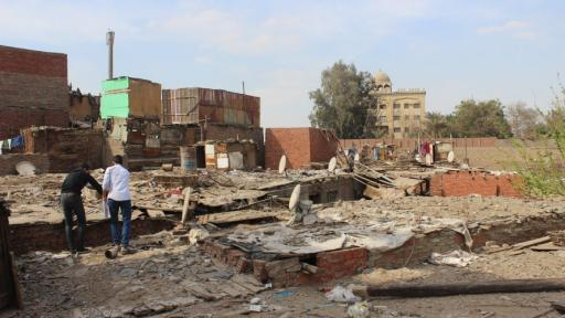 The Hand Over project aims to involve residents and students in the eradication of slums in Cairo.