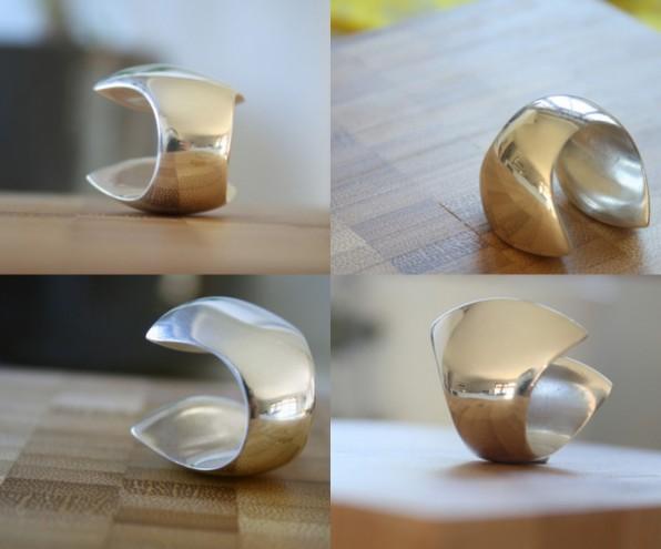MBOISA 6: Clam Ring by Vikki Viljoen.