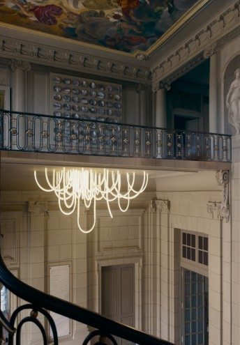 Les Cordes chandelier by Mathieu Lehanneur. Photo: Vincent Duault.