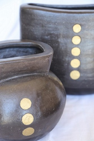 Close-up of an Africa-inspired black and gold hand-built vase from The Berg Collection. This range features large vases and jugs. Image: Inness Mass.