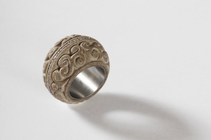 Jewellery: Chris Van Rensburg.