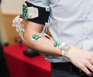 Researchers have developed a wearable to bridge the gap between the deaf and those who don't understand sign language.